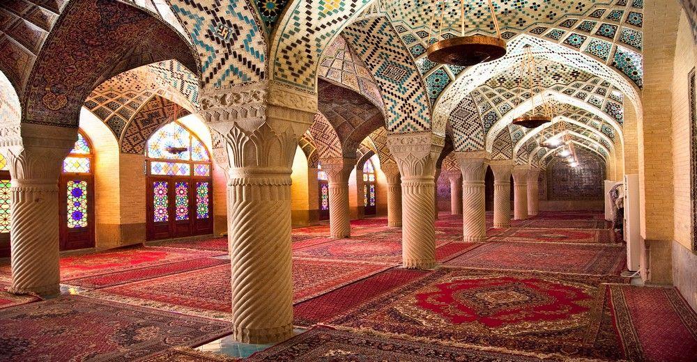 Salle de prière de la mosquée Nasir Al-Mulk