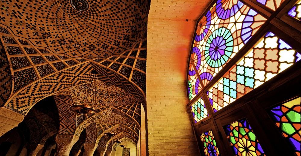 Vitraux et toit de la Mosquée Nasir-Al Mulk