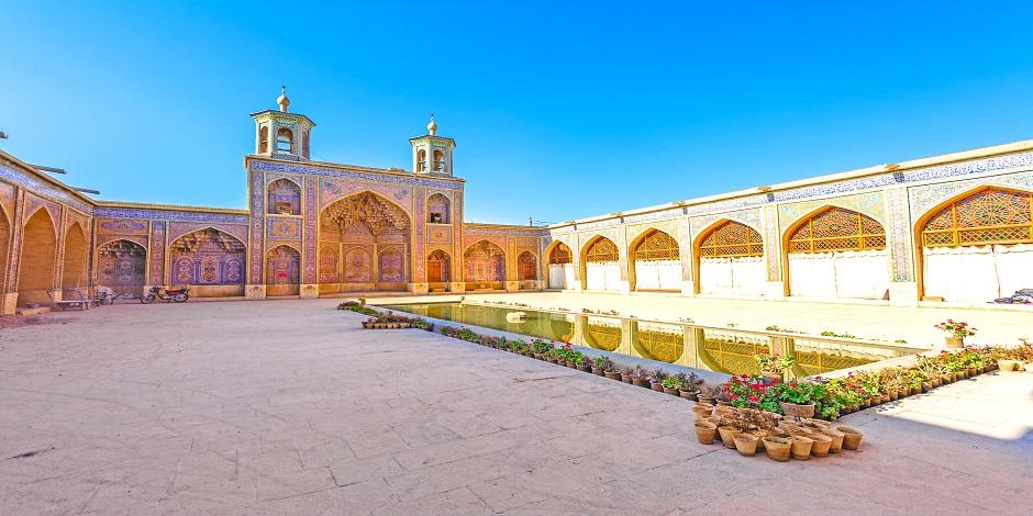Cour de la mosquée Nasir Al Mulk